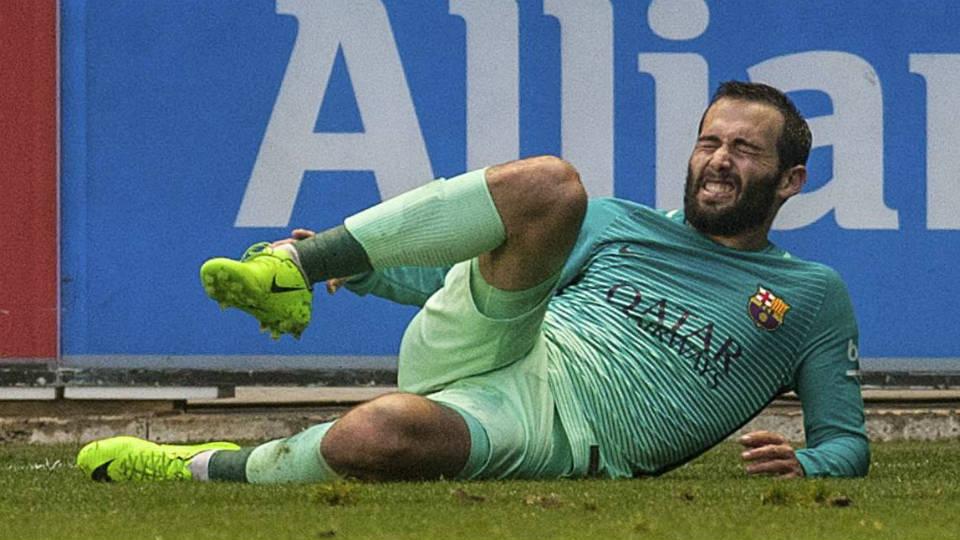 Aleix Vidal mengalami dislokasi ankle usai dihajar Theo Hernandez