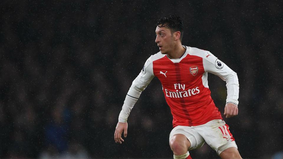 Mesut Ozil dalam laga kontra Leicester City dini hari tadi